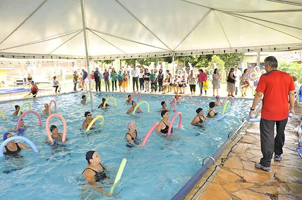 Idosos ganham piscina aquecida no sagrada fam lia portal for 7 piscinas sagradas maui